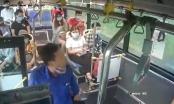 [Clip]: Phẫn nộ với hành động nhổ nước bọt vào nhân viên xe buýt vì bị nhắc đeo khẩu trang