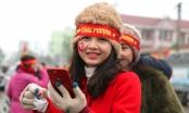 Hàng ngàn người hâm mộ đội mưa rét đón chàng tiền đạo số 10 xứ Nghệ
