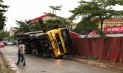Xe cẩu vật liệu tiếp tục đổ sập tại công trình từng xảy ra tai nạn kinh hoàng
