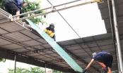 Nghệ An: Dân tháo mái tôn, kéo thuyền, đóng cát chắn ki ốt chạy bão Sơn Tinh