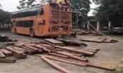 Thanh Hóa: Bắt giữ xe khách Lào vận chuyển pháo nổ và gỗ lậu
