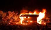 Ma men dẫn lối sau cơn say, thanh niên xách can xăng đốt cả nhà bố mẹ