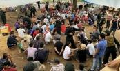 Hàng trăm người vẫn tụ tập đánh bạc giữa đại dịch COVID-19