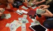 Cách chức Chủ tịch xã bị bắt quả tang đang đánh bạc