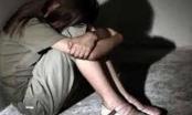 Cụ ông U70 cho bé gái 12 tuổi ăn kẹo để xâm hại tình dục