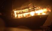 Tàu cá bất ngờ bốc cháy dữ dội, thiệt hại 2 tỷ đồng