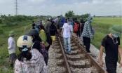 Bắt giam người mẹ ôm con tự tử trên đường tàu