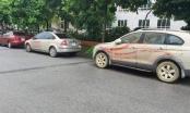 Hàng loạt ô tô tại Hà Nội lại bị tạt sơn đỏ khi đang đậu trên đường