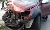 Hà Nội: Ô tô bán tải tông xe bồn, 3 người nguy kịch