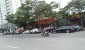Hà Nội: Nhà hàng ngang nhiên trưng dụng lòng đường Võ Chí Công làm bãi đỗ xe phục vụ kinh doanh