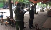 Dùng loa tuyên truyền cho nhân dân chấp hành quy định cách ly phòng chống dịch Covid-19