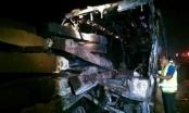 Xe khách đâm xe kéo trên cao tốc làm 13 người thiệt mạng