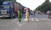 Tin tai nạn giao thông: Xe tải chở phế thải gây tai nạn liên hoàn, cuốn xe máy vào gầm