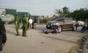 Xe máy đấu đầu xe ô tô, khiến 2 thanh niên nguy kịch