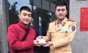 Nhận lại ví tiền đánh rơi, nam sinh viết thư cảm ơn CSGT Hà Nội
