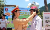 CSGT Đắk Lắk tổ chức tuyên truyền và tặng 150 mũ bảo hiểm trong dịp nghỉ lễ 30/4 và 1/5 cho người dân