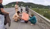 Người tốt việc tốt: CSGT che nắng cho người bị nạn giữa đường ở Hà Tĩnh
