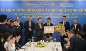 Thủ tướng Chính phủ tặng bằng khen cho Tổ bay Vietnam Airlines đón công dân Việt Nam trở về từ Vũ Hán