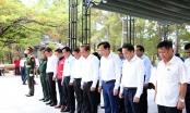 Phó Thủ tướng Thường trực dâng hương, tặng quà các gia đình có công tỉnh Quảng Trị