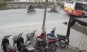 [Clip]: Xe máy lấn làn gây tai nạn nghiêm trọng