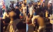 Người phụ nữ bị lột sạch áo, hùng hổ lao vào đánh nhau ở phố Hàng Mã đêm Trung thu