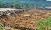 Yên Bái: Sập cầu Thia, ít nhất 4 người bị lũ cuốn khi đang di chuyển trên cầu