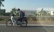 [Clip]: Nam thanh niên vắt chân, ngồi lệch người lao như gió trên Đại lộ Thăng Long
