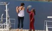 Chụp ảnh ở Tuyệt Tình cốc, khách Tây bị một phụ nữ đòi thu 10 nghìn đồng xua đuổi