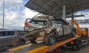 Lâm Đồng: Ô tô 7 chỗ bị xe khách đâm bẹp dúm trong lúc mua vé tại BOT