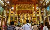 Xoa tiền lên tượng Phật lấy may là mê tín dị đoan