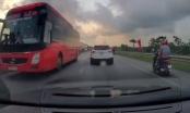 [Clip]: Bất chấp tính mạng người tham gia giao thông, xe khách Tùng Lâm lao ngược chiều trên QL1A