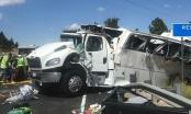 Lật xe khách, hơn 30 người thương vong
