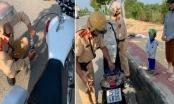 Chuyện bất ngờ sau hình ảnh CSGT hút xăng đổ vào xe người phụ nữ