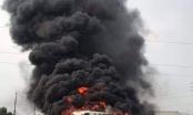 Xe khách cháy trơ khung trên cao tốc Hà Nội - Bắc Giang