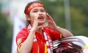 Đoàn cổ động viên Việt Nam diễu hành trước trận quyết đấu với UAE