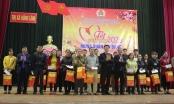 Bộ trưởng Lê Thành Long trao quà Tết cho công nhân, viên chức tại Hà Tĩnh