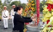 Chủ tịch Quốc hội dâng hương viếng Nghĩa trang Liệt sỹ tỉnh Bến Tre
