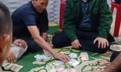 Hà Tĩnh: Gia hạn thời gian đình chỉ công tác chủ tịch xã đánh bạc giữa đại dịch