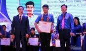 Nam sinh cõng bạn tới trường được trao giải thưởng Thanh niên sống đẹp
