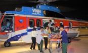 Trực thăng vượt bão đưa hai bệnh nhân từ Trường Sa về đất liền cấp cứu an toàn