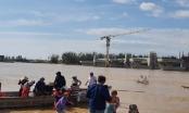 Giải cứu thành công 38 công nhân 'mắc kẹt' trên Sông Trà Khúc
