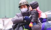 Người dân Thủ đô trùm áo mưa, bịt kín mít trong cái lạnh 8 độ C