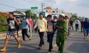 Long An: CSGT bắt giữ tài xế ô tô đang điên cuồng múa dao, tháo chạy trên đường
