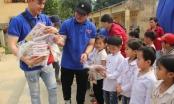 Nhà hát Tuổi trẻ xoa dịu những khó khăn tại Điểm trường phổ thông dân tộc bán trú - Tiểu Học Văn Vũ