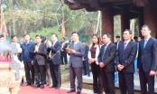 Bộ trưởng Lê Thành Long và đoàn công tác Bộ Tư pháp dâng hương tại Khu di tích Lam Kinh