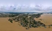 Nước lũ trắng xóa làng quê Hà Tĩnh nhìn từ flycam