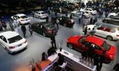 Hãng ồ ạt giảm giá, dân Việt vẫn chịu cảnh mua xe giá đắt, bị chặt chém