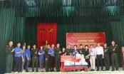 Chi Đoàn Báo Pháp luật Việt Nam tặng quà, vật tư y tế phòng, chống dịch Covid-19