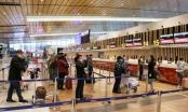 """Hành khách tấp nập """"đổ bộ"""" sân bay Vân Đồn ngày đầu mở cửa trở lại"""