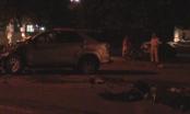 Bình Dương: Hai xe va chạm, người dân phá cửa cứu tài xế trong đêm